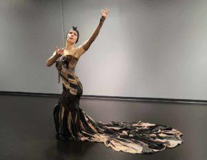 Titta Court Diva Nylon hahmona, puku valmistettu Nylon sukkahousuista